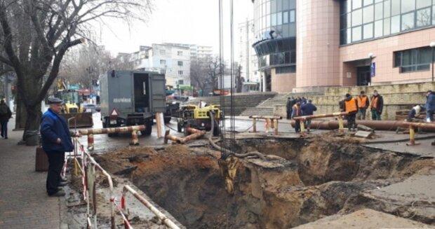 Одесский водитель  попал в ловушку коммунальщиков вместе с авто: кадры ЧП облетели сеть