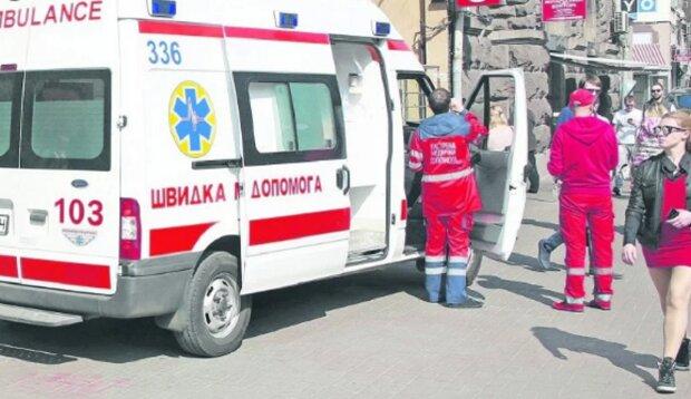 Медики скорой помощи подрались с одесситами: бойня попала на видео
