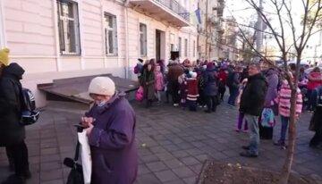 """Под Одессой преступник устроил """"отлов"""" детей, фото: """"караулит по пути домой из школы"""""""