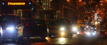 Транспортный коллапс в центре Одессы, объезжают по тротуару: кадры происходящего