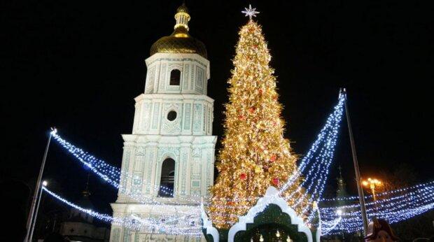 Топ-5 главных елок Украины: как выглядели новогодние красавицы в разные годы независимости