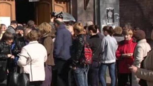 """В Україні """"лопнув"""" відомий банк, клієнтам повідомили сумну звістку: """"виплати відшкодувань..."""""""