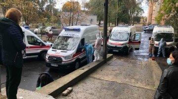 """""""Два  часа в очереди стоят"""": вереница из скорых всполошила Одесскую область, кадры"""