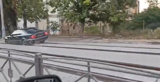 """Автохама на Мерседесе настигла расплата в Одессе, видео облетело сеть: """"хотел объехать пробку"""""""
