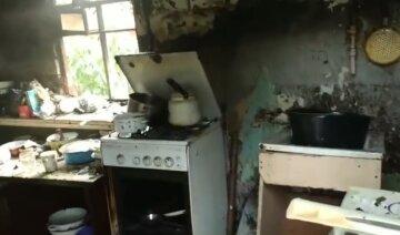 """У Дніпрі дитина влаштувала пожежу в будинку, кадри: """"бабуся напідпитку відпочивала в іншій кімнаті"""""""