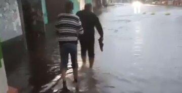 """На Киев обрушился потоп, видео стихии: """"Подтопленные дома, забитые ливневки"""""""