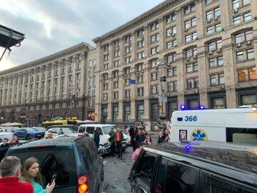 Масштабное ДТП с жертвами на Крещатике, съехались полиция и медики: фото с места аварии