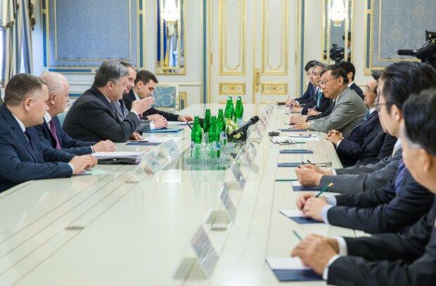 Порошенко и японская делегация