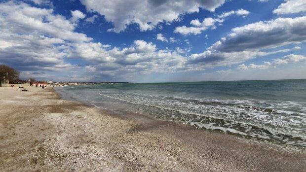 Ослабление карантина: в сети показали, где море не доступно в Одессе, фото