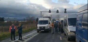 """Люди попали в ловушку на границе в Одесской области из-за карантина, фото : """"уже целые сутки..."""""""
