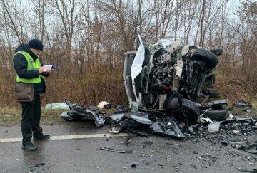 """""""Капоти перетворилися на металобрухт"""": зіткнення з мікроавтобусом забрало життя людей, фото трагедії"""