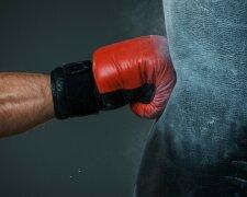 бокс перчатки груша удар