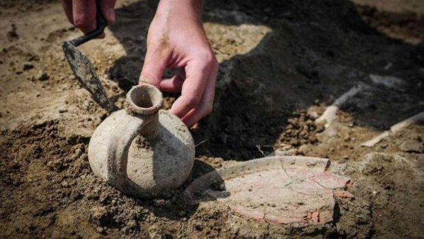 археологи, раскопки, археологическая находка