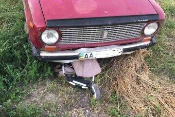 """П'яний водій збив на узбіччі маму з однорічною дівчинкою: """"Коляска опинилася під авто"""""""