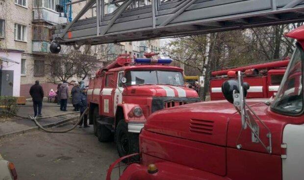 У Харкові спалахнула багатоповерхівка, почалася термінова евакуація: деталі і кадри з місця