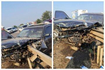 Проткнуло насквозь: авто влетело в отбойник на Объездной дороге в Одессе, кадры