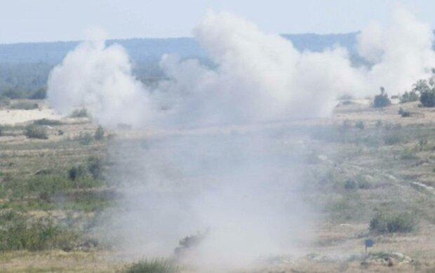 Вибухи прогриміли під Одесою, рятувальники вжили заходів: фото з місця