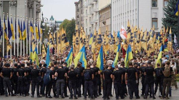 """Під вікнами Зеленського бунт, """"Азов"""" прийшов до президента з жорсткою вимогою: """"Головна загроза для України…"""""""