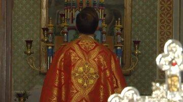 """""""Он у нас золотой"""": молодой священник бросил Париж и сделал из украинского села """"конфетку"""""""