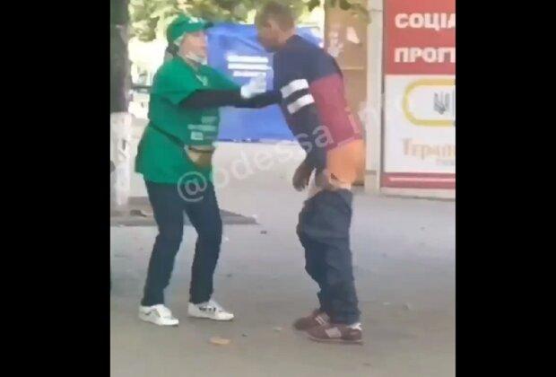 """В Одессе неадекват """"пометил"""" Филимонова, видео: """"выразил свою позицию"""""""