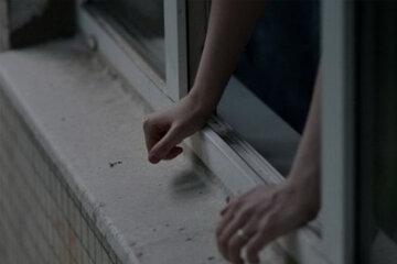 суицид, выпрыгнуть из окна, окно