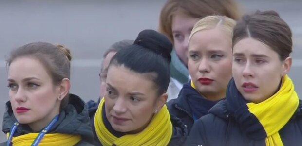 """""""Борисполь"""" провожает в последний путь погибших в Иране украинцев, люди в слезах: кадры прощания"""