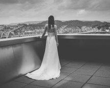 невеста сзади, черно-белое фото
