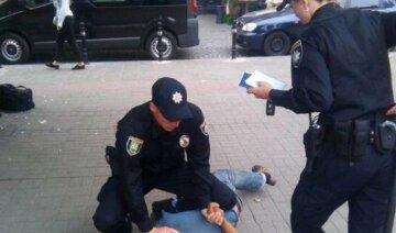 В Одесі підліток грабує інших дітей на дитячих майданчиках: ганебні подробиці