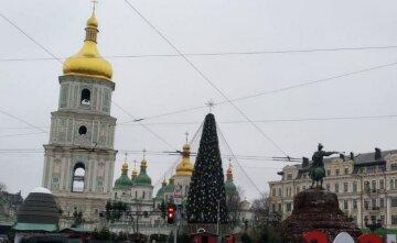 """""""Традиції влетіли в копієчку"""": скільки коштувала Києву заміна капелюха на зірку на головній ялинці країни"""