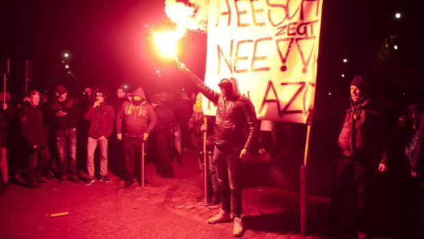 В Нидерландах полиция разогнала акцию протеста против мигрантов (фото, видео)