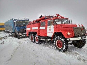 Зимние игры закончились трагедией, спасатели ищут трупы под Киевом: фото