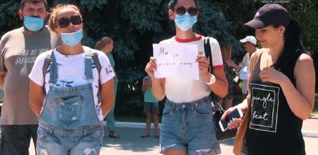 """На Одещині розгорівся протест через дистанційне навчання: """"Здорова нація під загрозою"""""""