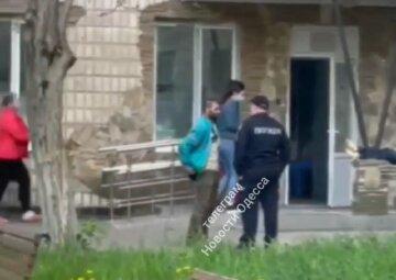 Медики складають тіла біля лікарні: з'явилося обурливе відео з Одеси