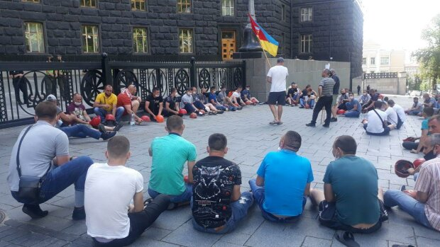 Гірняки держшахт почали мітингувати в Києві