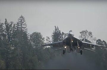 Літак з росіянами на борту зник у небі: перші дані НП в РФ
