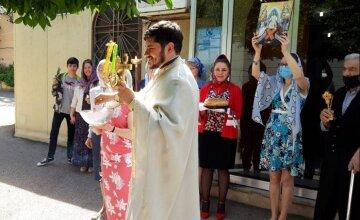 Священик УПЦ провів великодні богослужіння для українців у Лівані