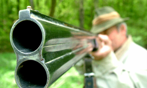 с ружьем