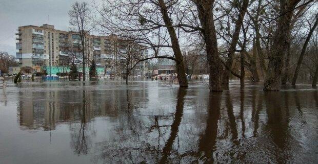 """Харків затопило після сильної заметілі, фото НП: """"Купуйте гондоли і гондольєрів"""""""