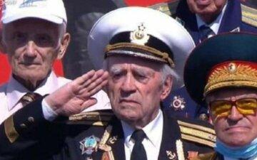 """На параде Путина засветился """"самый дорогой"""" ветеран в мире, фото: на уровне Сталина и Брежнева"""