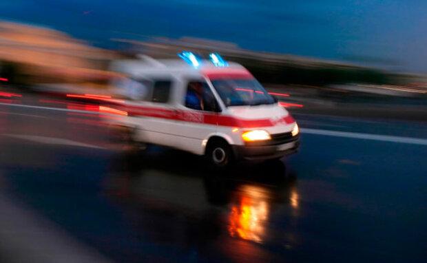 Трагедія в Києві: чоловік розбився, йдучи по вулиці
