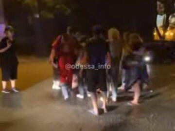 """В центре Одессы водитель влетел в толпу людей, кадры ДТП: """"Ехал на красный"""""""