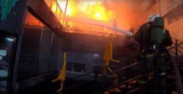 Многоэтажка загорелась в Одессе, спасатели устроили срочную эвакуацию: видео с места ЧП