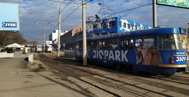 Одесситы оказались заблокированы в трамвае: кадры ЧП