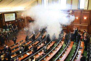 В парламенте Косово, где выбирали президента, вновь применили газ