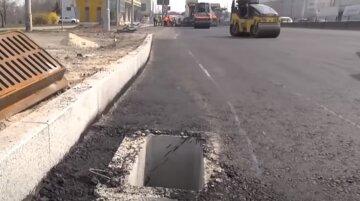 """Кияни висміюють дивний """"ремонт"""" дороги, фото: """"Цікаво, скільки мільярдів витрачено?"""""""