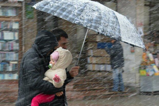 Погода в Украине, дождь со снегом зонт