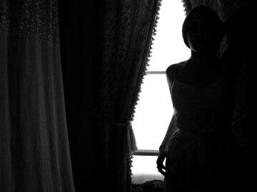 тень женщина