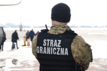 """Украинка сообщила о """"бомбе"""" в аэропорту Польши: прибыли взрывотехники"""