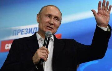 """""""Займет одну из трех должностей"""": в РФ переписали Конституцию под Путина"""
