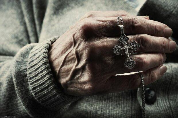 руки, крест